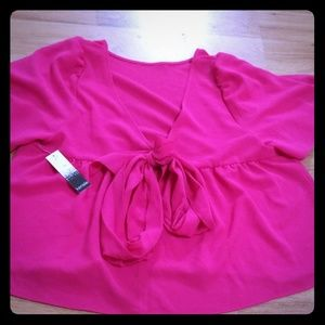 Adorable cropped Kensie blouse size M